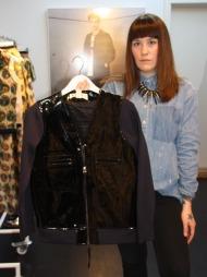 IDAS FAVORITT: Den svarte jakken med stoffmiks og behandlet skinn er kolleksjonens dyreste plagg, men også motejournalist Ida Elise Eide Einarsdóttirs favoritt fra Marni for H&M.