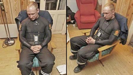 PÅGREPET: Her er Anders Behring Breivik avbildet av politiet, timer etter han ble pågrepet på Utøya. (Foto: Politiet)