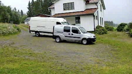 BOMBEBILEN: Dette bildet tok gjerningsmannen av bombebilen og   bilen han brukte fra Regjeringskvartalet til Utøya. (Foto: Anders Behring   Breivik/Politiet)