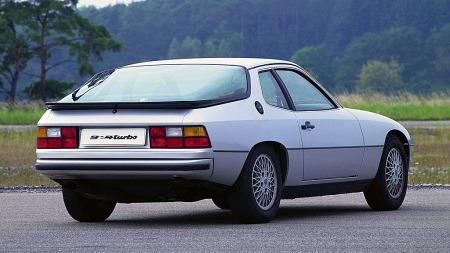 Denne 924en skulle egentlig vært å få som både Audi og Porsche, men ble til slutt bare en Porsche. Under panseret satt dog en kraftkilde fra Audi, som fikk kritikk for å mangle initiativ. Å rette opp det inntrykket var hovedpoenget med nye 944.