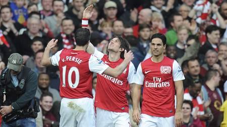Tomas Rosicky og Arsenal feirer 3-2-målet. (Foto: Tony Marshall/Pa Photos)