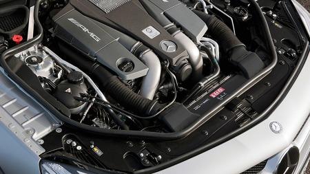 Hjertet i SL 63 AMG er en 5,5 liters V8 med to turboer, som med og uten AMG Performance Package yter henholdsvis 537 eller 564 hester.