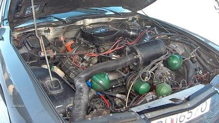 Maserati produserte V6-motorer på først 2,7 og så 3 liter til bruk i Citroën SM. De hadde 3 doble Webere og utviklet 170 og 180 hk, mens man på slutten gikk tilbake til 2,7 liters volum og introduserte injection-system. Olavs bil har 3-literen. V8 var planlagt, men kom aldri i produksjon.