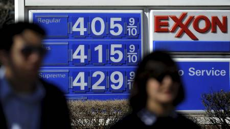 høge   drivstoffprisar i USA. Amerikanarane rasara (Foto: JEWEL SAMAD/Afp)