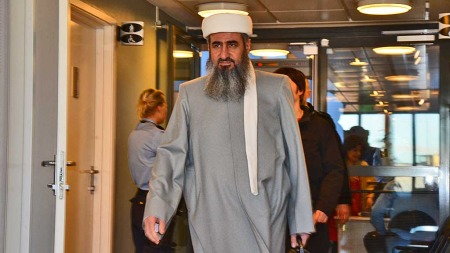 HØRTE PÅ DRAPSTRUET: Torsdag forklarte en av de drapstruede kurderne seg i Oslo tingrett. (Foto: Eivind Fondenes)