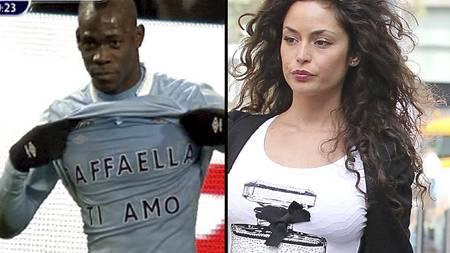 Mario Balotelli med kjærlighetserklæring til kjæresten Raffaella Fico etter scoring mot Blackburn. (Foto: MONTASJE/)