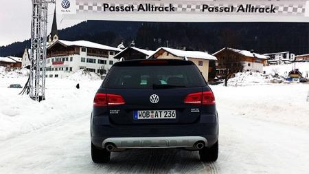 VW-Passat-Alltrack-bakfra