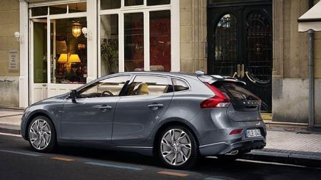 Volvo-V40-i-gata