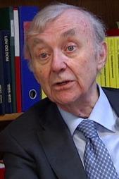 MANGLER: Advokat Edmund Asbøl mener saken til Kyrre avdekker store mangler i psykiatrien.  (Foto: Stein Akre / TV 2)