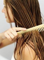 GRE HÅRET BAKOVER: «Wet look» er en av de hotteste hårtrendene denne våren. (Foto: George Doyle)