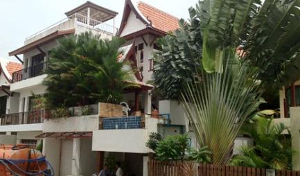 I dette huset fant politiet likrester som de mistenker er den norske mannens ekskjæreste.  (Foto: The Phuket News )