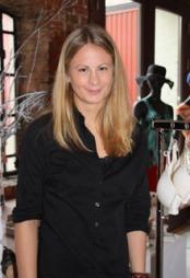 UNDERTØYSEKSPERT: Butikksjef ved Triumph i Nedre Slottsgate, Maria Andersson gir sine undertøystips til tv2.no/mote.
