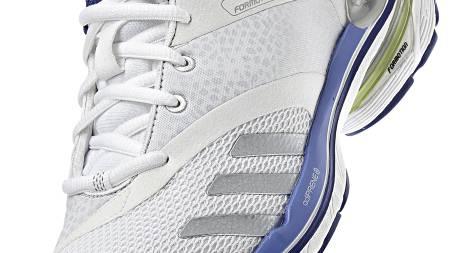 DAMEMODELL: Ifølge Löplabbets testløpere gir Adidas Adistar Salvation 3 bedre stabilitet i herremodellen enn damemodellen. (Foto: Löplabbet/)