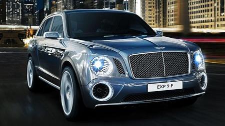 Både klassisk og ultramoderne på samme tid. Grillen kjenner vi igjen fra andre Bentley-modeller.