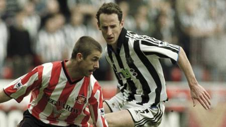Sunderlands Kevin Phillips og Newcastle Uniteds Andy O'Brien. Stadium of Light, 2001. (Foto: Steve Morton/Pa Photos)