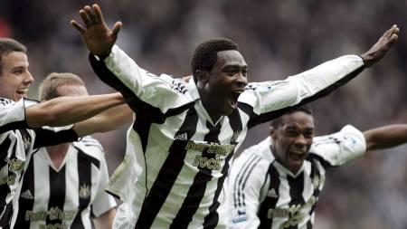 Newcastles Shola Ameobi jubler mot Sunderland. St James' Park, Newcastle, 23 Okt. 2005 (Foto: SCOTT HEPPELL/AP)