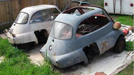 Bilene var demontert, og selgeren ga ingen forhåpninger om at alle deler var på plass. Men det stoppet ikke budgiverne fra å kaste seg rundt. Foto: eBay