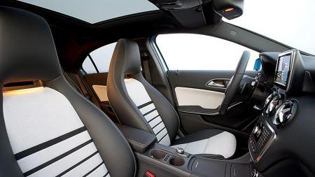 Utstyrslisten forventes å være lang, og gjøre avansert utstyr fra de større Mercedes-modellene tilgjengelige i denne klassen for første gang. Av design-elementer som utmerker seg er de høye seteryggene med integrerte nakkestøtter.