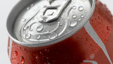 Kullsyre kan forårsake oppblåsthet. Et tips er å erstatte brus med smaksatt vann eller peppermynte te.  (Foto: Illustrasjonsfoto)