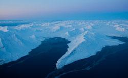 Mørketiden er vakker! Bildet av Isfjorden er tatt 14. februar. (Foto: Tore Meek / Scanpix)