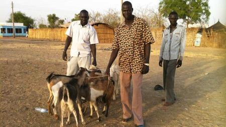 Sør-Sudan er eit av verdas fattigaste land, samstundes som det har enorme oljerikdommar.  (Foto: Kjetil Iden/TV 2)
