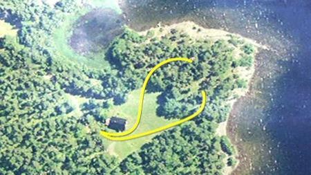 HER BLE HAN TATT: Grafikken viser hvordan politifolkene beveget seg mot Breivik fra to kanter før han ble pågrepet. (Foto: TV 2)