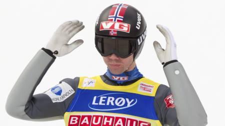 Anders Bardal ikke helt fornøyd med andrehoppet under søndagens hopprenn i Holmenkollen. (Foto: Bendiksby, Terje/Scanpix)