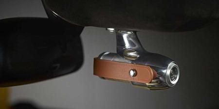 Dette HD-kameraet kan du også bestille til din Aston Martin - med skinnreim her også selvsagt. Her kan det bli litt James Bond-feeling i alle fall...