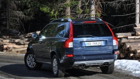 Vanligvis er nybiler med fire eksosrør utstyrt med en overflod av krefter. XC90 er et av unntakene ...