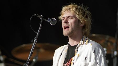 Kurt Cobain gikk ut av tiden mens bandet hans, Nirvana, var helt på topp. Etter sin død skal han ha tjent mer penger enn Elvis. Her fra en konsert på Kalvøya i 1992. (Foto: Agnete Brun, SCANPIX)