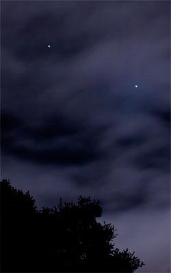 Venus og Jupiter skinner så kraftig at de lyste gjennom det   tynne skydekket over San Francisco 10. mars. (Foto: Jim Vanidis)