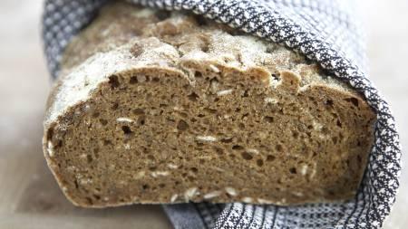 HJEMMELAGET: Baker du brødene dine selv, kan du sjekke hvor grov de er med brødskalakalkulatoren. (Foto: Illustrasjonsbilde / Colourbox/colourbox.com)