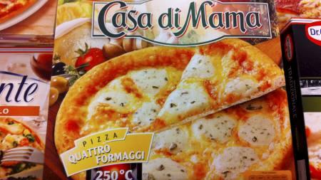 EN FETTFELLE: Casa di Mama Quattro Formaggio fra Dr. Oetker inneholder33 gram fett. Over 20 av disse grammene er mettet fett. (Foto: Birgitte Vaksdal / TV 2/)