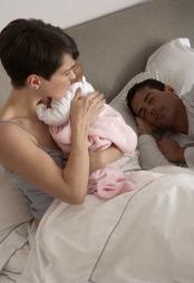 Med en nyfødt i hus er det en kjent sak at det kan bli lite søvn...  (Foto: Illustrasjonsrfoto)