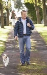 En frisk gåtur sammen med hunden gir en god start på dagen.  (Foto: Illustrasjonsfoto)