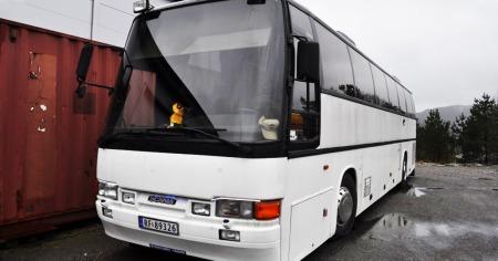Jada, det er en vaskeekte buss. Men det er bare på utsiden.