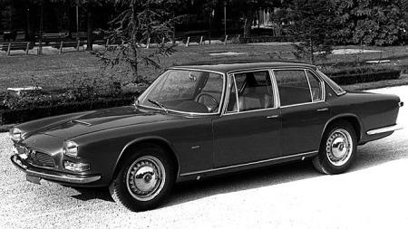 Dette er første generasjon Maserati Quattroporte som kom i 1963. En superbil med fire dører og V8-motor.
