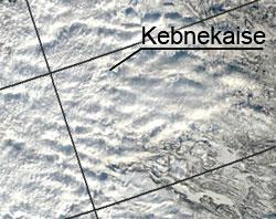 Bølgene er gost synlige på satellittbildet tatt 15. mars klokken 11.20. (Foto: NASA / MODIS / NERSC)