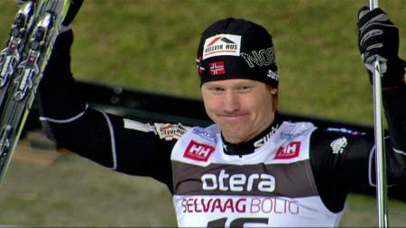Timo André Bakken stormet inn til tiden 11,82, som nå er den offisielle verdensrekorden på 100 meter ski.  (Foto: TV 2)