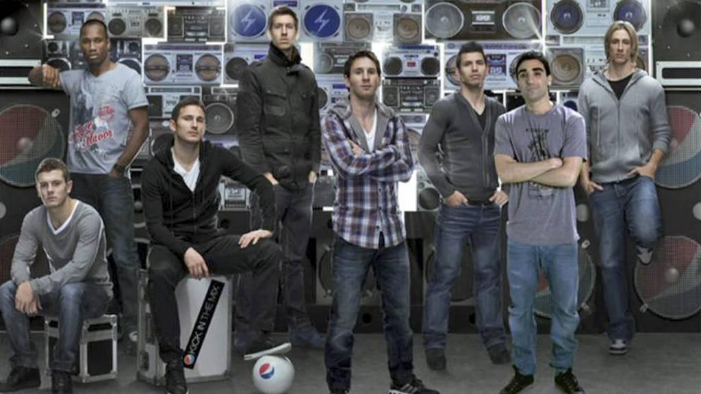 Moa skal nå fronte Pepsi Max sammen med verdensstjerner som Messi, Drogba, Torres, Aguero og Lampard. (Foto: PEPSI/)