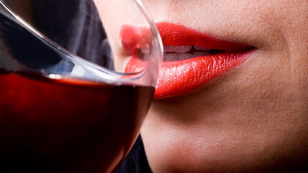 PSYKISKE VANSKER: Barn av mødre som drikker for mye, har flere psykiske vansker enn barn av mødre som ikke drikker. Fars alkoholmisbruk ser ut til å ha mindre å si. (Illustrasjonsfoto) (Foto: COLOURBOX.COM)