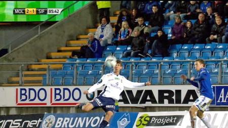 Gustav Mendonca Wikheim får drømmetreff og banker ballen i krysset mot Molde. (Foto: FOTBALL MEDIA)