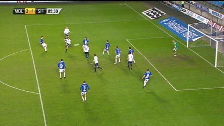 Gustav Mendonca Wikheim scorer mot Molde på et nydelig volleyskudd. (Foto: FOTBALL MEDIA)