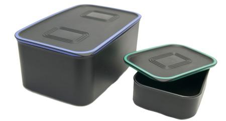 Sorter tøyet nøye og merk boksene godt. (Foto: Colourbox)