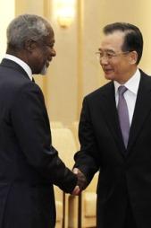 Kofi Annan møtte Formann i Folkerepublikkens Statsråd i Kina, Wen Jiabao i mars for å diskutere situasjonen i Syria.  (Foto: Ap)