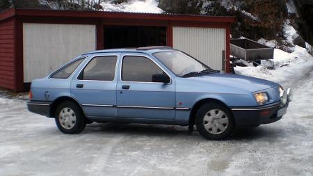 For noen år siden var dette en av de vanligste bilene man kunne se i trafikken i Norge. Nå er nesten alle borte - og når Jørgen får førerkort om seks år vil den være enda mer sjelden. Foto: Privat