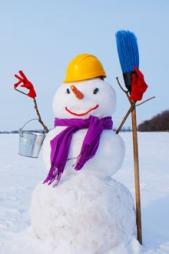 SNØMANN: En snømann er moro å lage, og er noe hele familien   kan gjøre sammen. (Foto: COLOURBOX.COM)