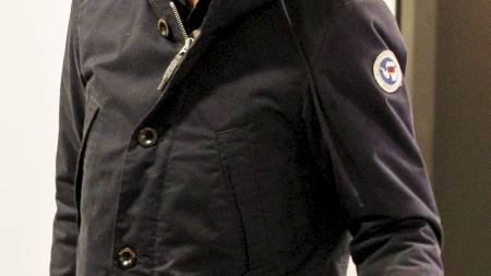 Forsvarer Geir Lippestad får utlevert den rettspsykiatriske rapporten om terrortiltalte Anders Behring Breivik av tingrettsdommer Nina Opsahl i Oslo tingrett tirsdag formiddag. Forsvarer Geir Lippestad mottok en kopi av rapporten litt over halv tolv tirsdag. Han vil imidlertid ikke uttale seg før rapporten er lagt frem for Breivik.  (Foto: Larsen, Håkon Mosvold/Scanpix)