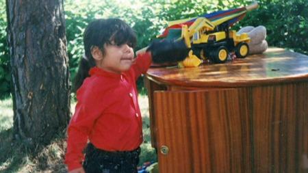 MISHANDLET: Michelle Angelica Johansen (21) kom med familien fra Midtøsten til Norge som fireåring. Misbruken og volden begynte med en gang.  (Foto: Privat)