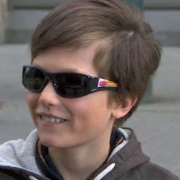 Martin liker brillene med figuren Lynet McQueen på. (Foto: God morgen Norge)